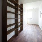 造り付け書棚